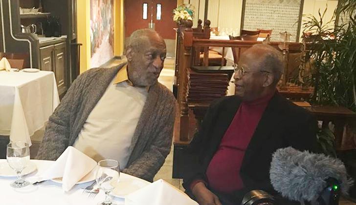 Bill Cosby junto con su agente en un restaurante de Philadelphia. Foto: Facebook/BillCosby