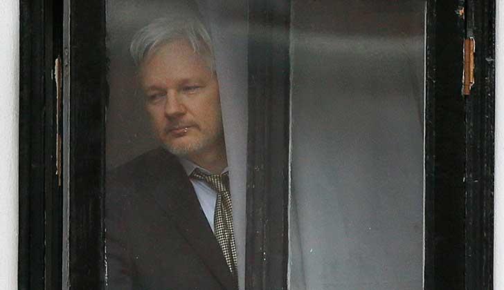 Lenín Moreno cree que Assange debe ser sancionado por filtrar documentos secretos, pero respetando su vida.