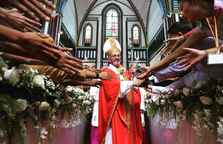 Papa pide perdón por las violaciones de sacerdotes en Chile