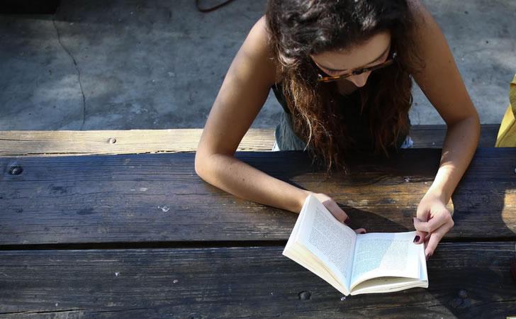 joven-leyendo-libro