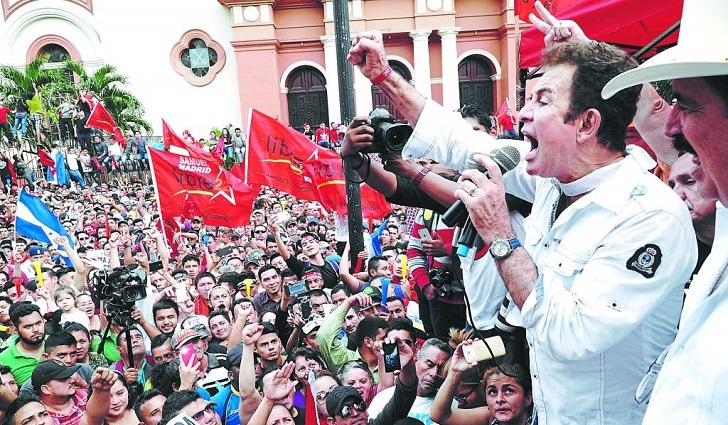 """Masiva marcha contra el """"fraude electoral"""" en Honduras."""