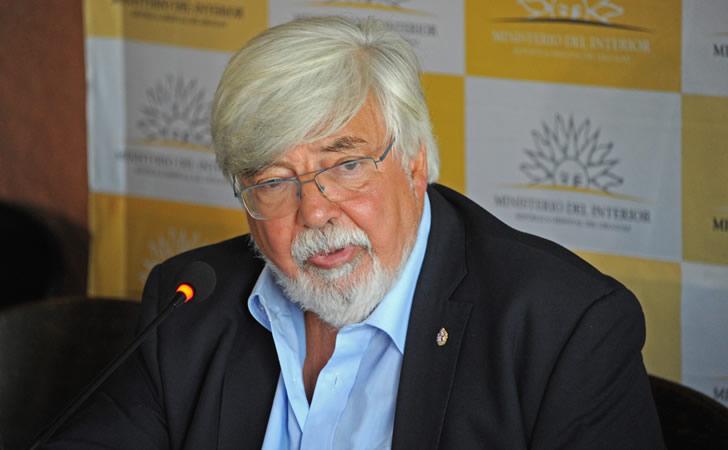 Ministro Eduardo Bonomi en la inauguración de las 319 cámaras instaladas en el Cerro y La Teja