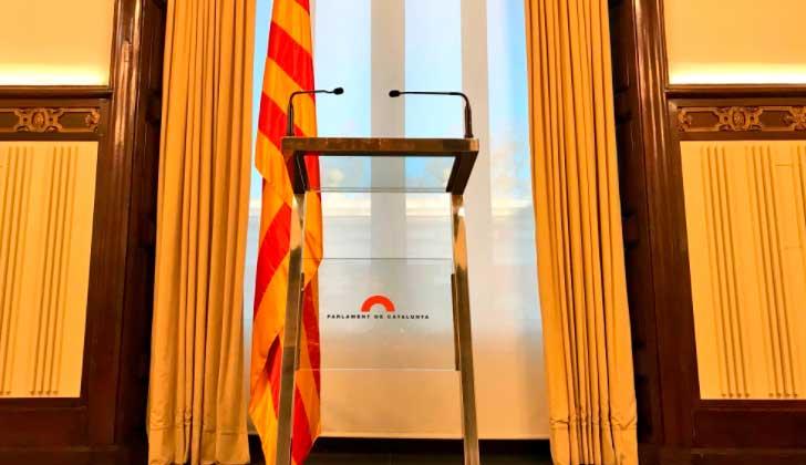 El presidente del Parlament aplaza la sesión de investidura pero mantiene a Puigdemont como candidato.