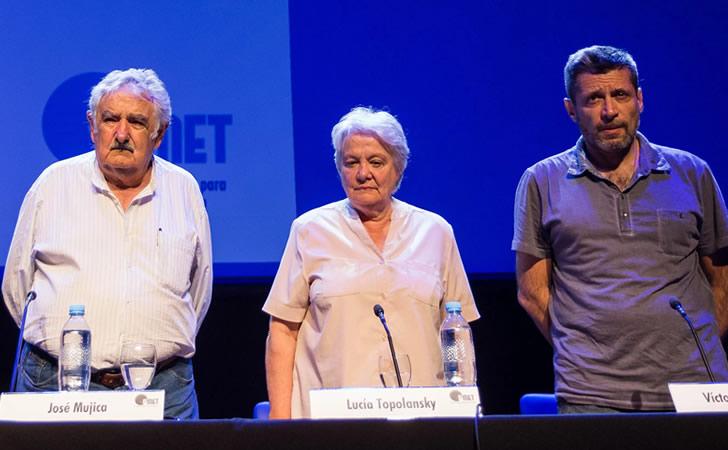 José Mujica y Lucía Topolansky junto a Víctor Santa María / Foto: Víctor Santa María
