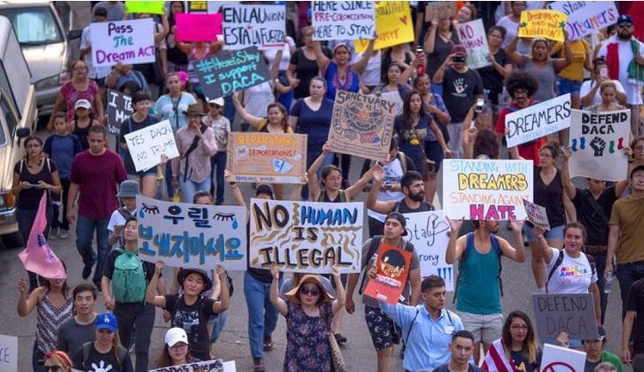 """Corte Suprema rechaza el recurso de Trump y mantiene la protección a los """"dreamers""""."""