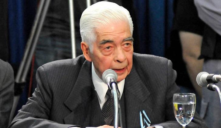 Murió el genocida argentino Luciano Benjamín Menéndez.