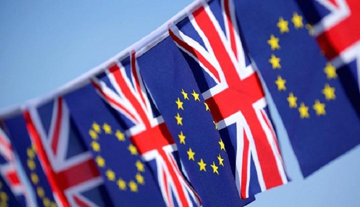 """La Comisión Europea publica el primer borrador del acuerdo sobre el """"Brexit""""; May no lo acepta"""