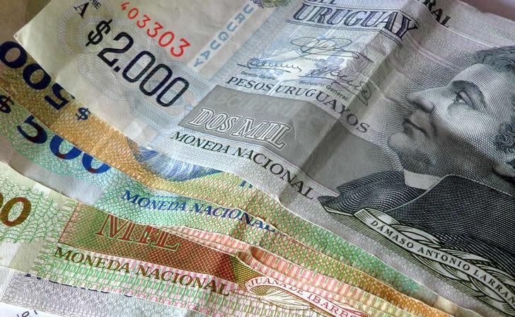 dinero-ajuste-salarial-aumento-salario-minimo