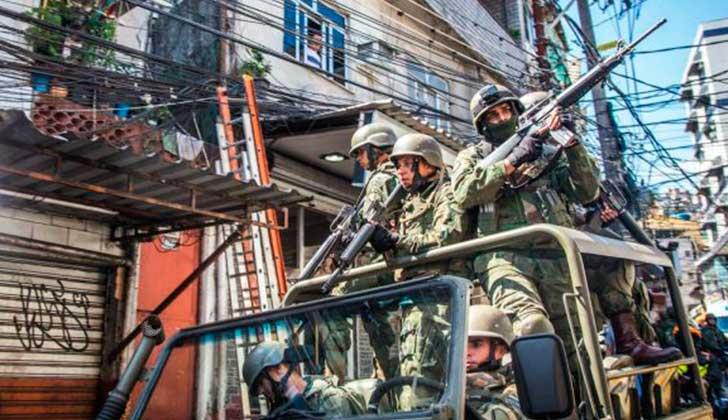 """Temer decretó la intervención militar de Río para """"devolver la paz a los brasileños"""". Foto: Midia Ninja"""