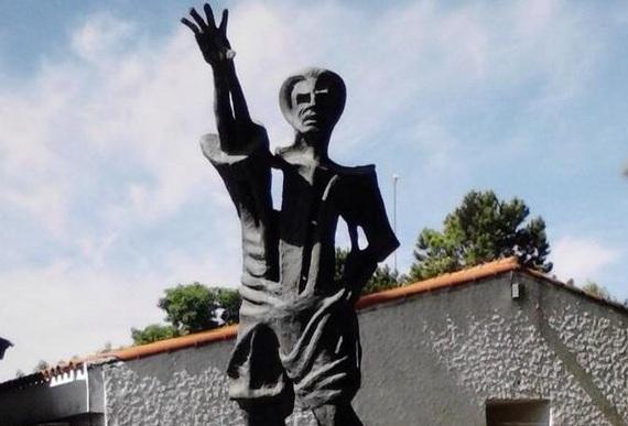 estatua-bengoechea-aromos