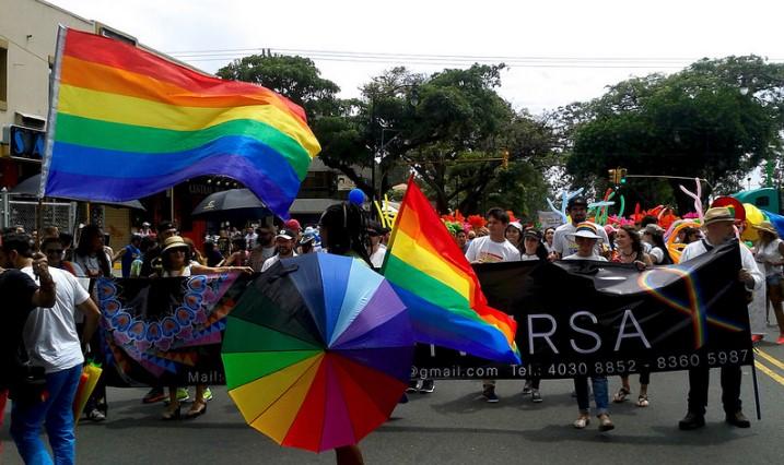 Personas desfilan por la capital San José durante la Marcha de la Diversidad. Foto: Esteban Cervantes Jiménez