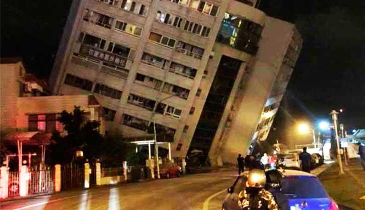 Un terremoto de 6,4 sacude Taiwán y deja a decenas de personas atrapadas bajo edificios derrumbados.