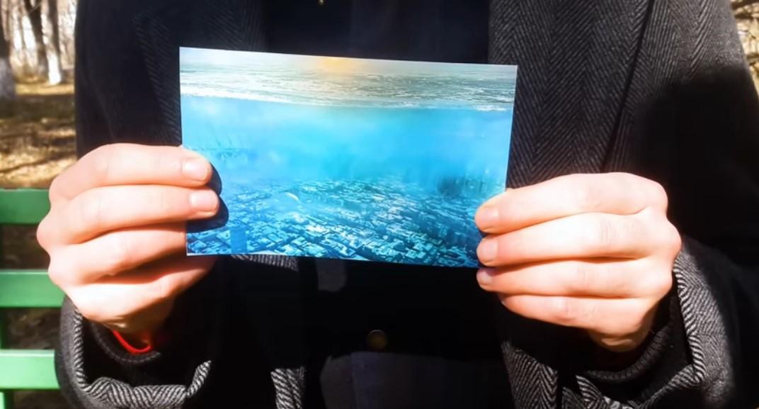 Edward dice que tomó esta foto de Los Ángeles bajo el agua, en el año 5.000