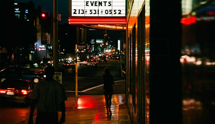 """""""¿Qué sienten las mujeres al descubrir que quien camina de noche detrás de ellas es una mujer y no un hombre?"""". Foto ilustrativa Pixabay"""