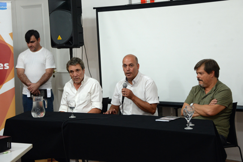Autoridades durante el acto de apertura junto a Pablo Benavides