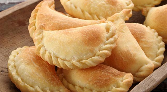 plato-tradicional-de-semana-santa-sabrosas-empanadas-de-vigilia