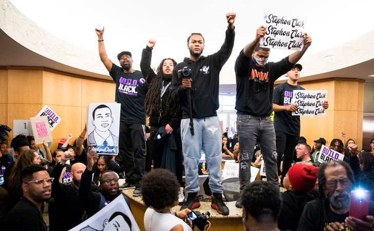 300 protestantes tomaron la Alcaldía de Sacramento / Foto: Max Whittaker. New York Times