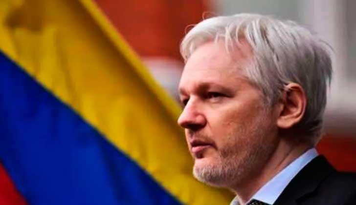 Artistas e intelectuales piden a Ecuador que levante las restricciones impuestas a Assange.