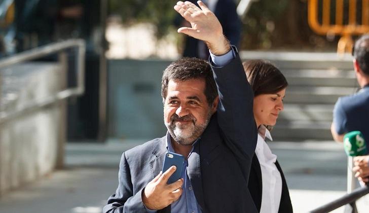 Puigdemont se descarta para ser investido presidente de Cataluña y pide investir a Sánchez .
