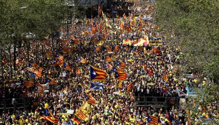 """Multitudinaria marcha en Barcelona para exigir la """"libertad presos políticos"""""""