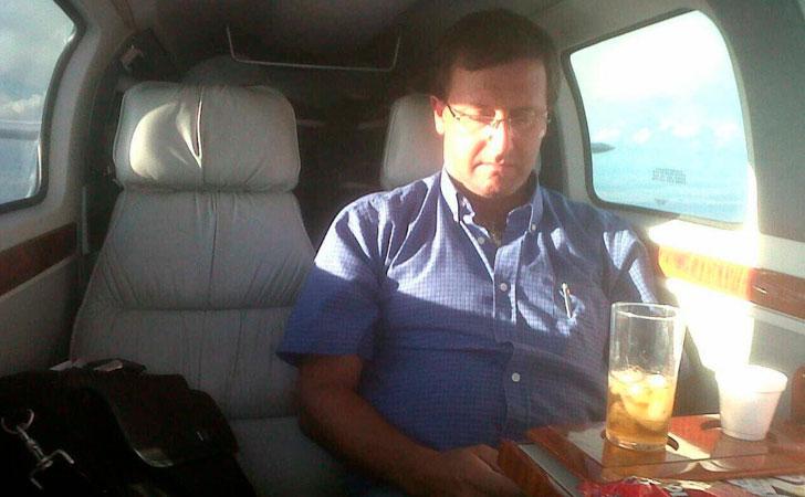 Otra de las fotos virales de Leonardo De León en el avión