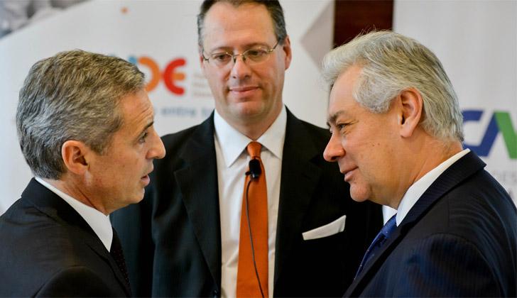 Presidente de ANDE, Martín Dibarboure; consultor internacional en mercado de valores, Jaime Dunn; y el director representante de CAF en Uruguay, Germán Ríos.