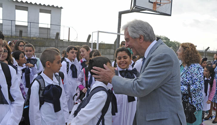 presidente-tabare-vazquez-escuela