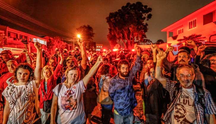 Autoridades brasileñas quieren reubicar a Lula en prisión militar