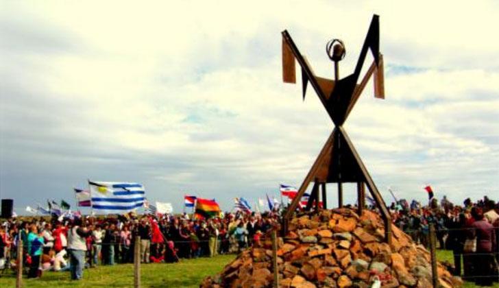 Memorial Charrúa en Salsipuedes, obra del artista plástico Juan Carlos Ualde.