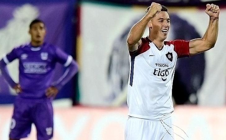 Diego Churín festeja su tanto al final del partido / Foto: AUF