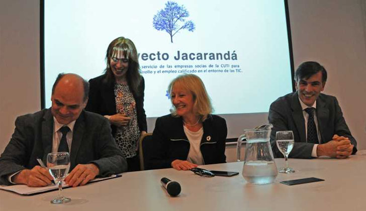 Presidente de ANTEL, Andrés Tolosa;ministra de Industria, Carolina Cosse; y el presidente de CUTI, Leonardo Loureiro.