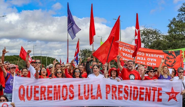En más de 70 ciudades de Brasil se manifestaron a favor de la candidatura de Lula.
