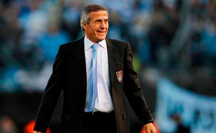 El maestro Tabárez, técnico de Uruguay