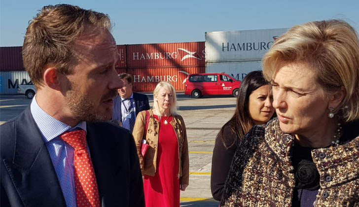 Karl Huts, CEO de Operaciones Portuarias de Katoen Natie junto a Su Alteza Real la Princesa Astrid de Bélgica en instalaciones de Polo Oeste en Montevideo.