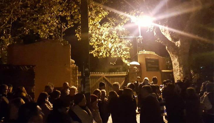 Concentración frente al domicilio de Tabaré Vázquez. Foto. Facebook Vecinos en Alerta.