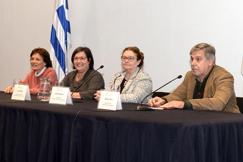 Autoridades de la educación durante la presentación del informe
