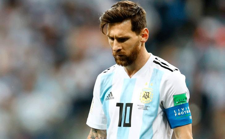 Lionel Messi afectado por el resultado / Foto: FIFA