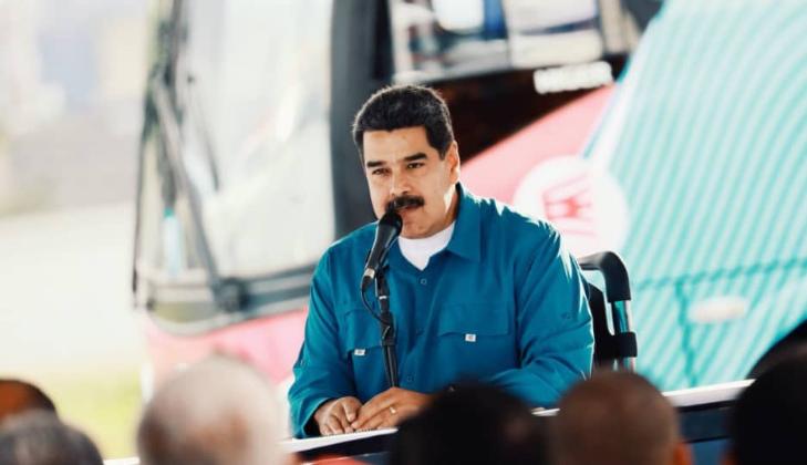 """Nicolás Maduro llama """"culebra venenosa"""" a Pence y """"acomplejada y racista"""" a la UE."""