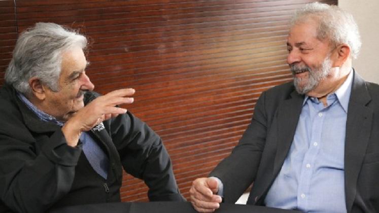 """Mujica visitó a Lula en Curitiba: """"Lo vi preocupado por el futuro de Brasil y de nuestra América"""". Foto: archivo Instituto Lula"""