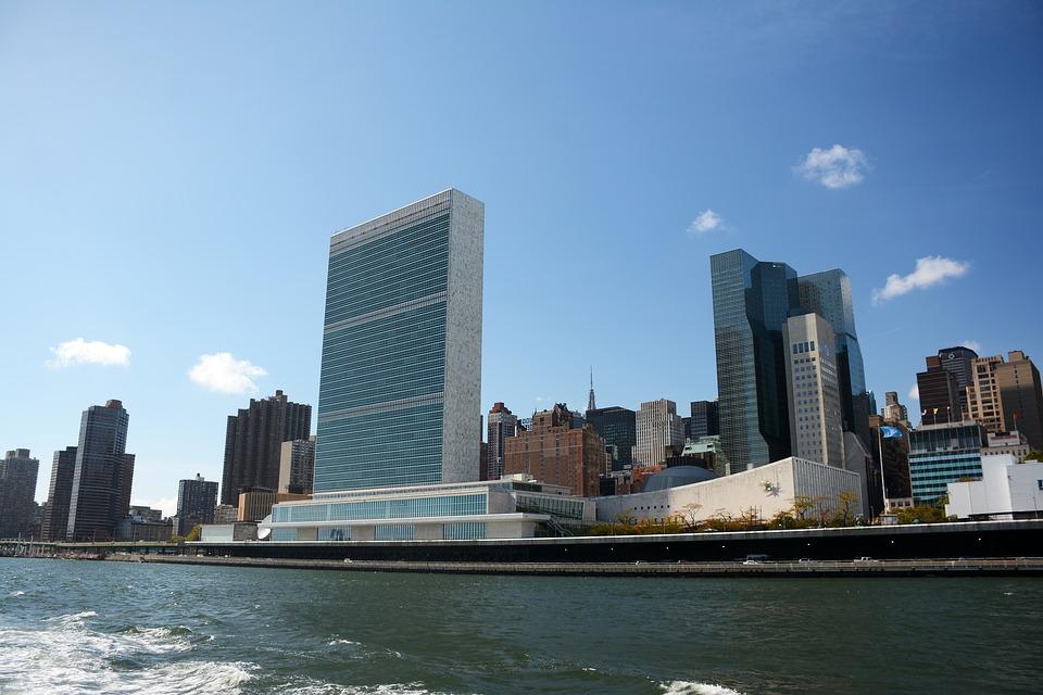 Al fondo, edificio sede de la ONU en Nueva York. Foto: Pixabay