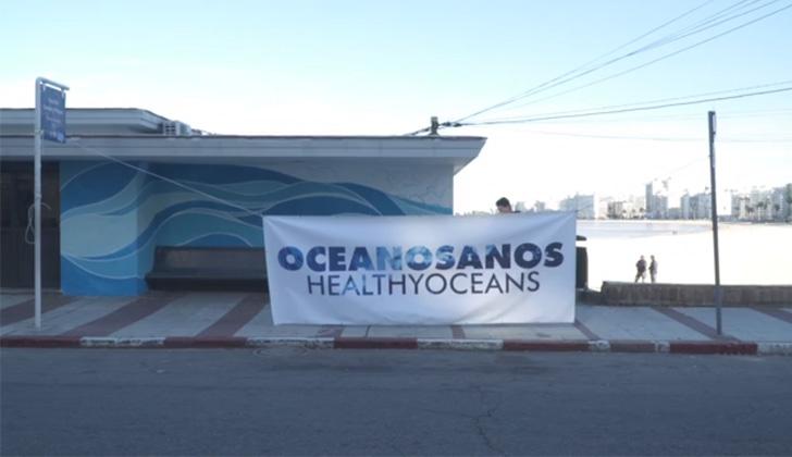 Mural realizado por estudiante en la rampla y Buxareo, en Pocitos, en el marco del Día Mundial de los Océanos,