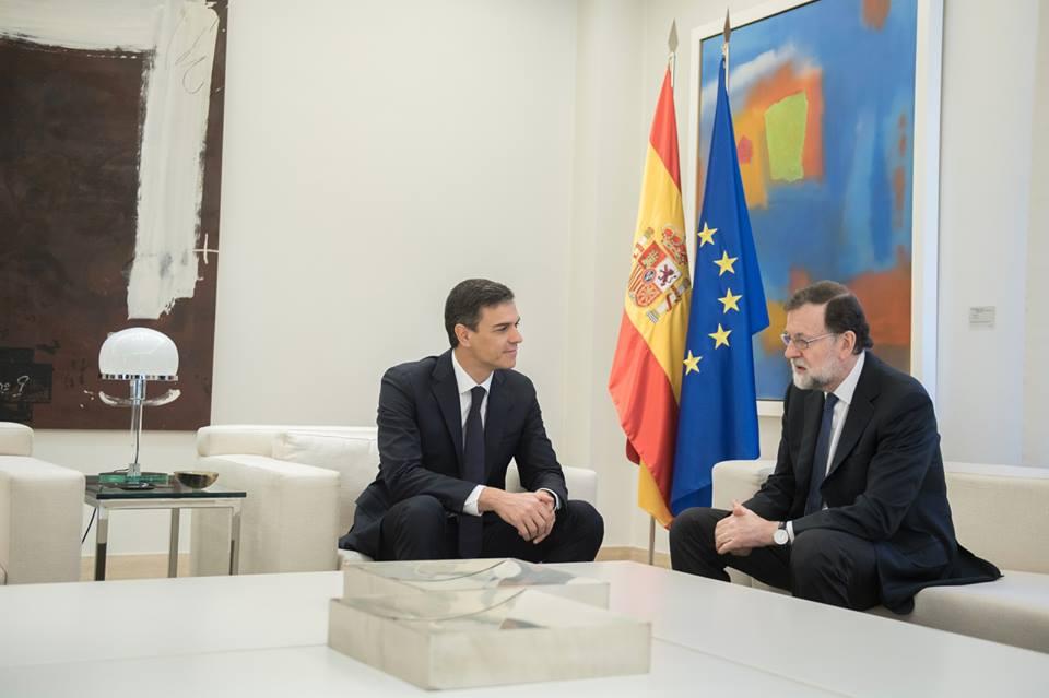 Pedro Sánchez (izq) sustituye a Mariano Rajoy como presidente de España. Foto: facebook.com/pedro.sanchezperezcastejon