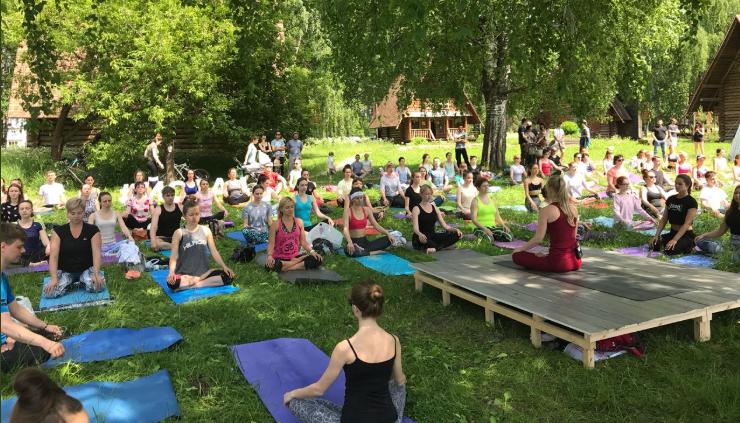 El yoga también es bueno para el tratamiento de lesiones musculares.