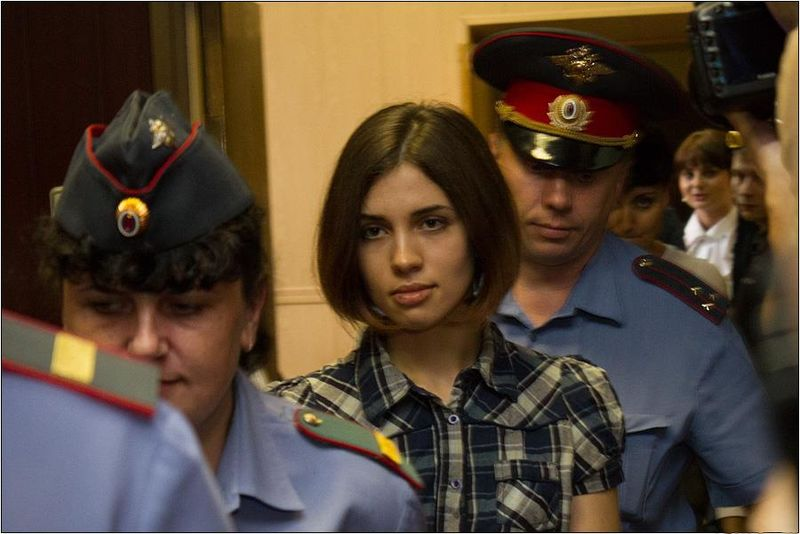 Nadezhda Tolokonnikova de la banda Pussy Riot al momento de su arresto en 2012. Foto: Wikimedia Commons