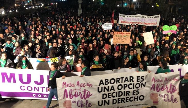 Chile: masivas marchas feminista por el aborto libre, seguro y gratuito.