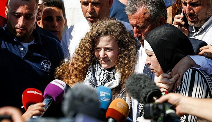 Tras 8 meses de prisión fue liberada Ahed Tamimi, la joven icono de la resistencia palestina.
