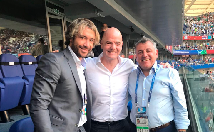 Diego Lugano junto a Infantino (Presidente FIFA) y Wilmar Valdez (Presidente AUF) / Foto: @DiegoLugano