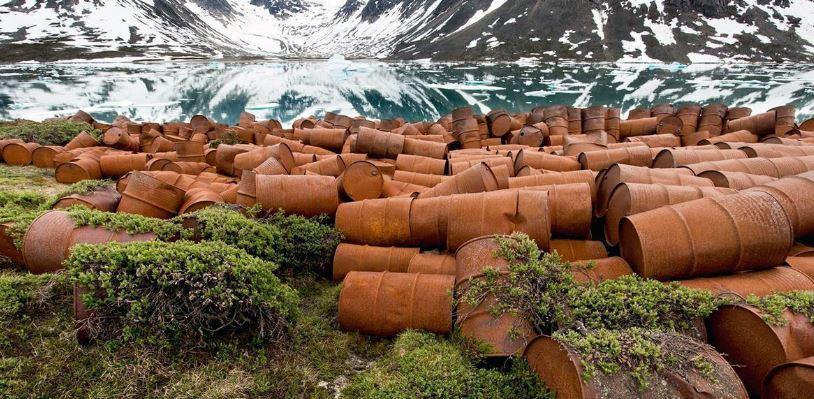 Base Abandonada de la Fuerza Aérea de los Estados Unidos en Groenlandia. Foto: Ken Bower