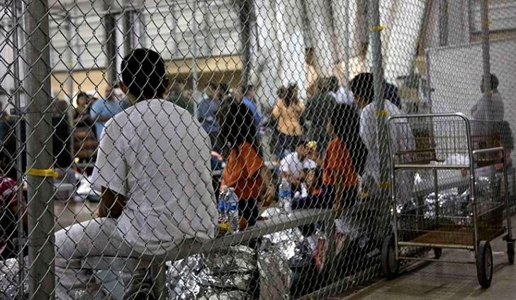 Justicia frena la deportación de familias reunificadas para que puedan pedir asilo