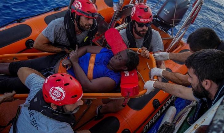 ONG española denuncia abandono de migrantes en el Mediterráneo.